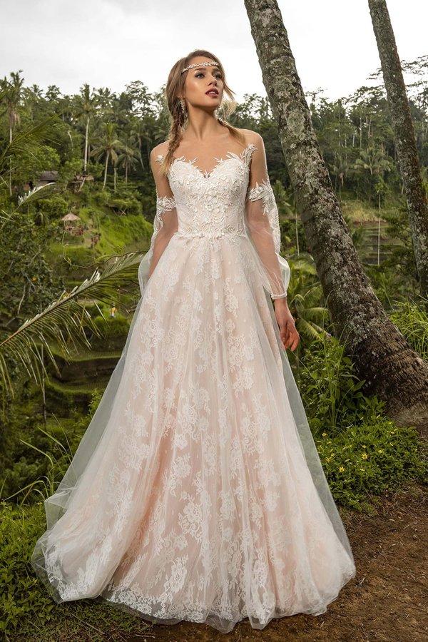 b72eeb16205 Развернуть и показать еще 2 фото. Свадебные платья. Свадебный салон Edler  Weiss ...