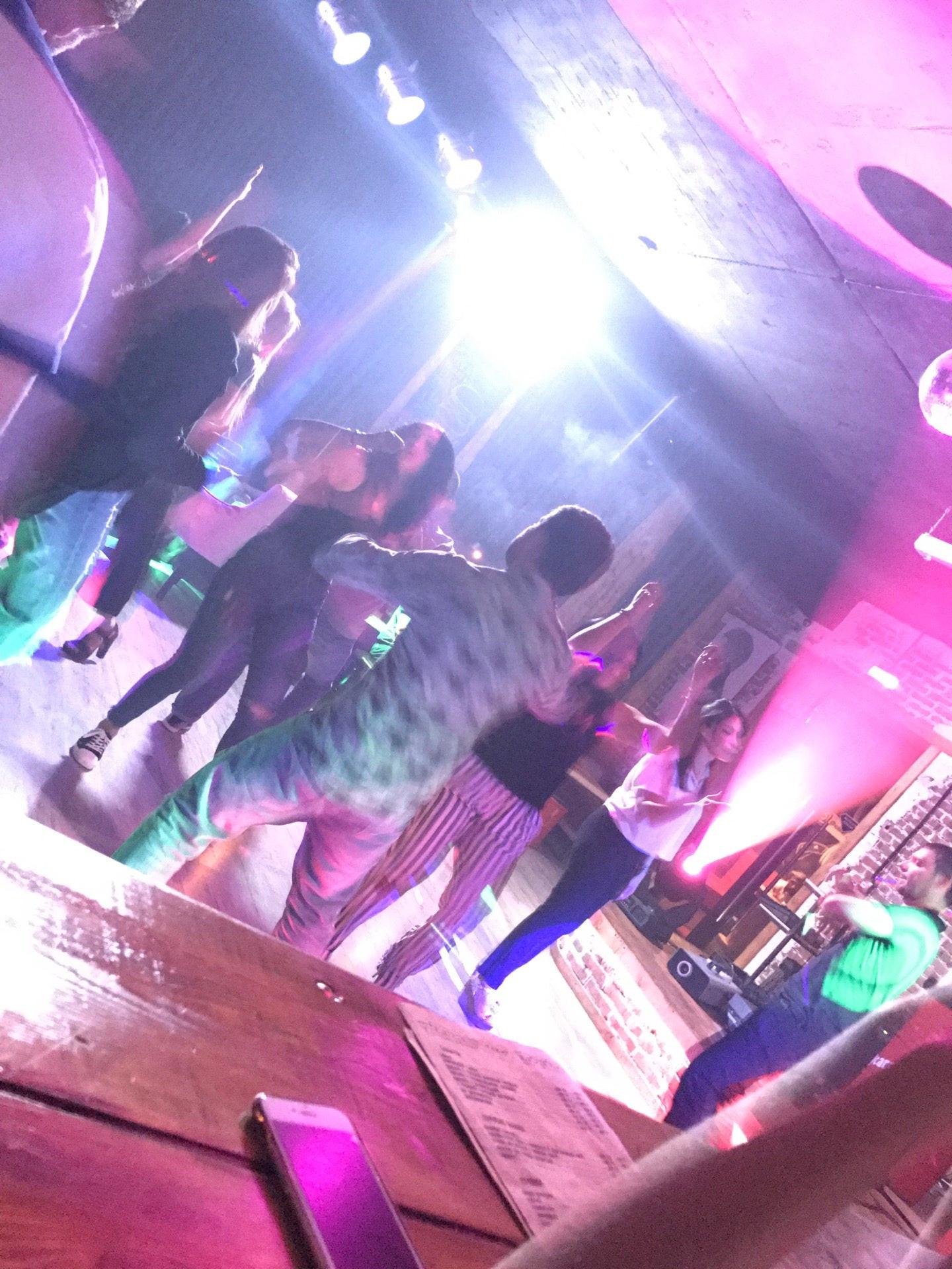 Клубы в каспийске ночные живая музыка москва клуб