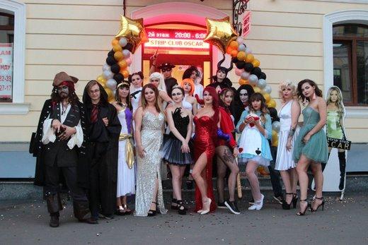 Клубы стриптиз одесса драка в ночном клубе часы